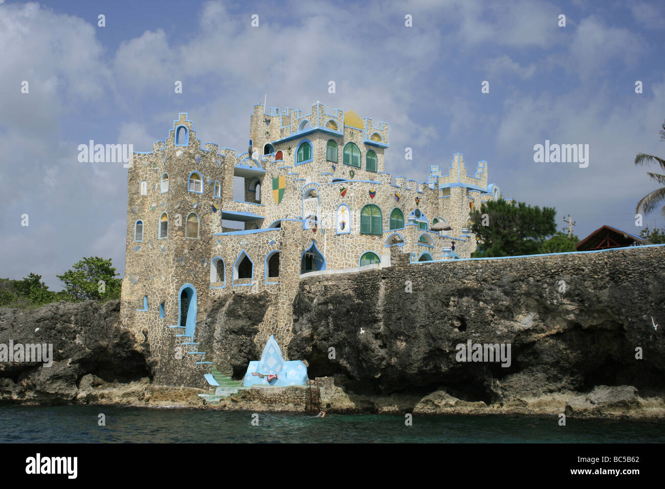 The Blue Cave Castle hotel perched on the cliffs of Negril, Jamaica Stock Photo