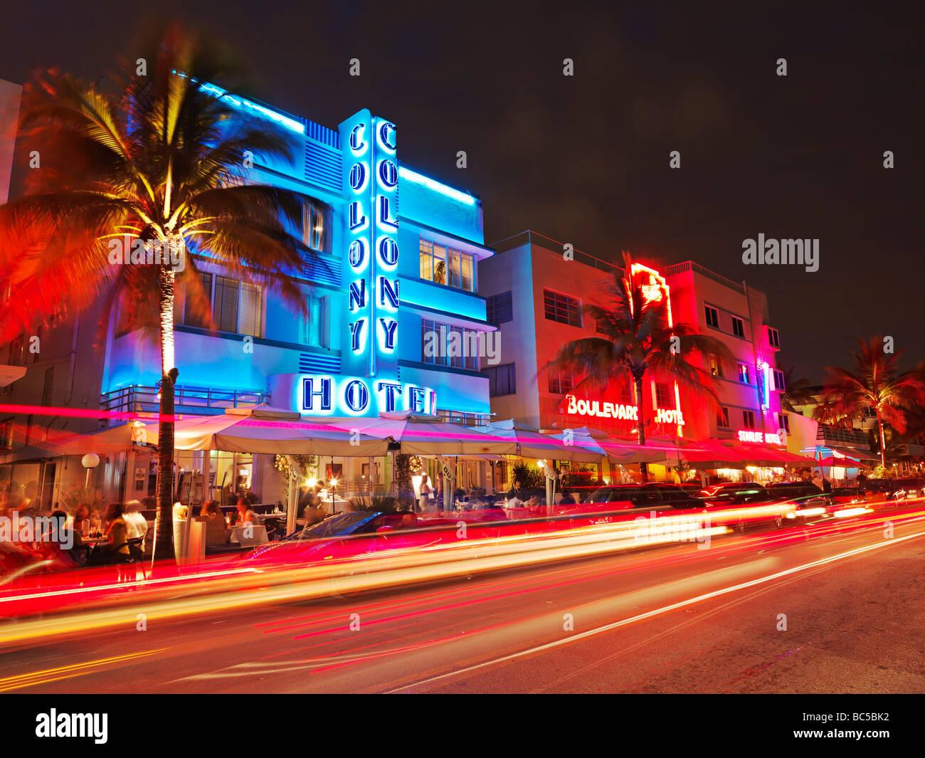 Usafloridasouth Beach Miamirestaurants At Night On Ocean Drive
