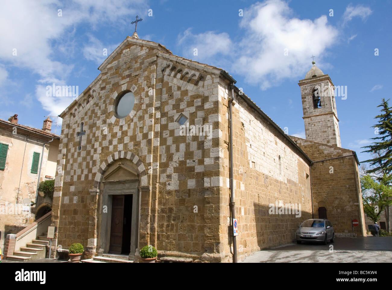 chequerboard facade of the 1327 La Chiesa dei SS Pietro e Andrea (church of Saints Peter and Andrew) in Trequanda. - Stock Image