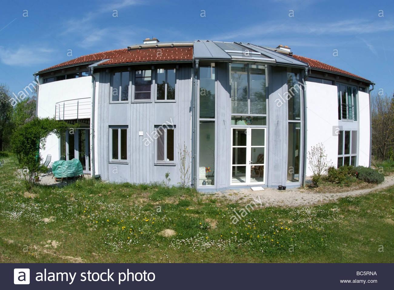 modernes Haus mit Grund - modern house Stock Photo: 24714630 - Alamy
