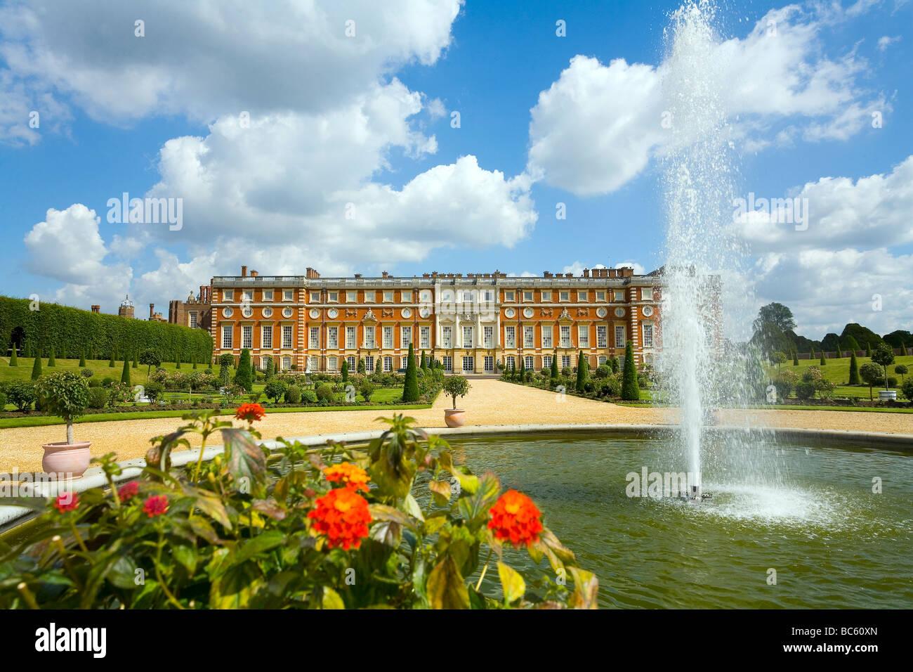 Hampton Court Palace Royal Apartments and Gardens Surrey west London - Stock Image