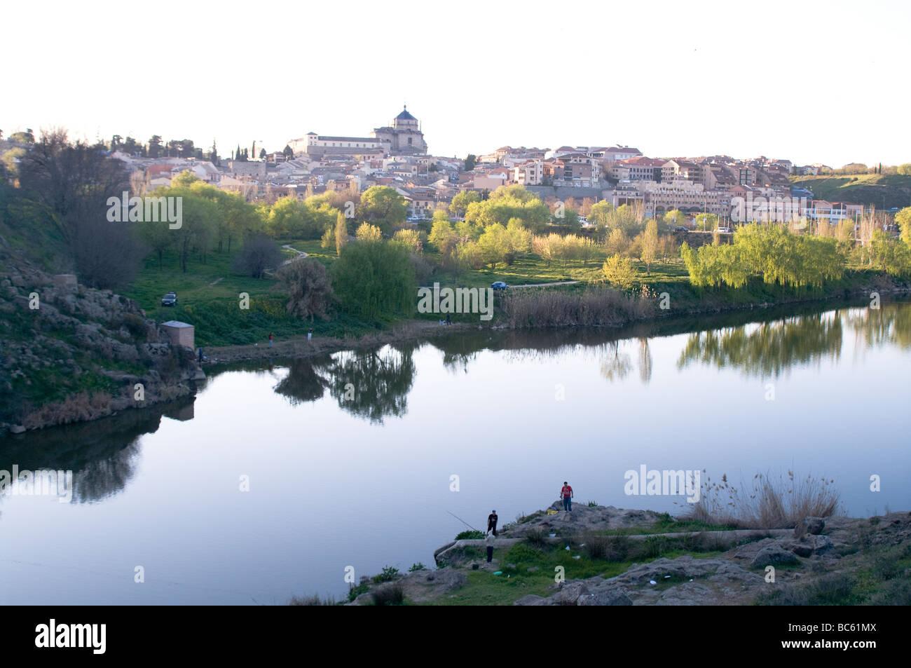 Vista de toledo desde la orilla opuesta del rio Tajo Town view of Toledo on rio Tajo - Stock Image