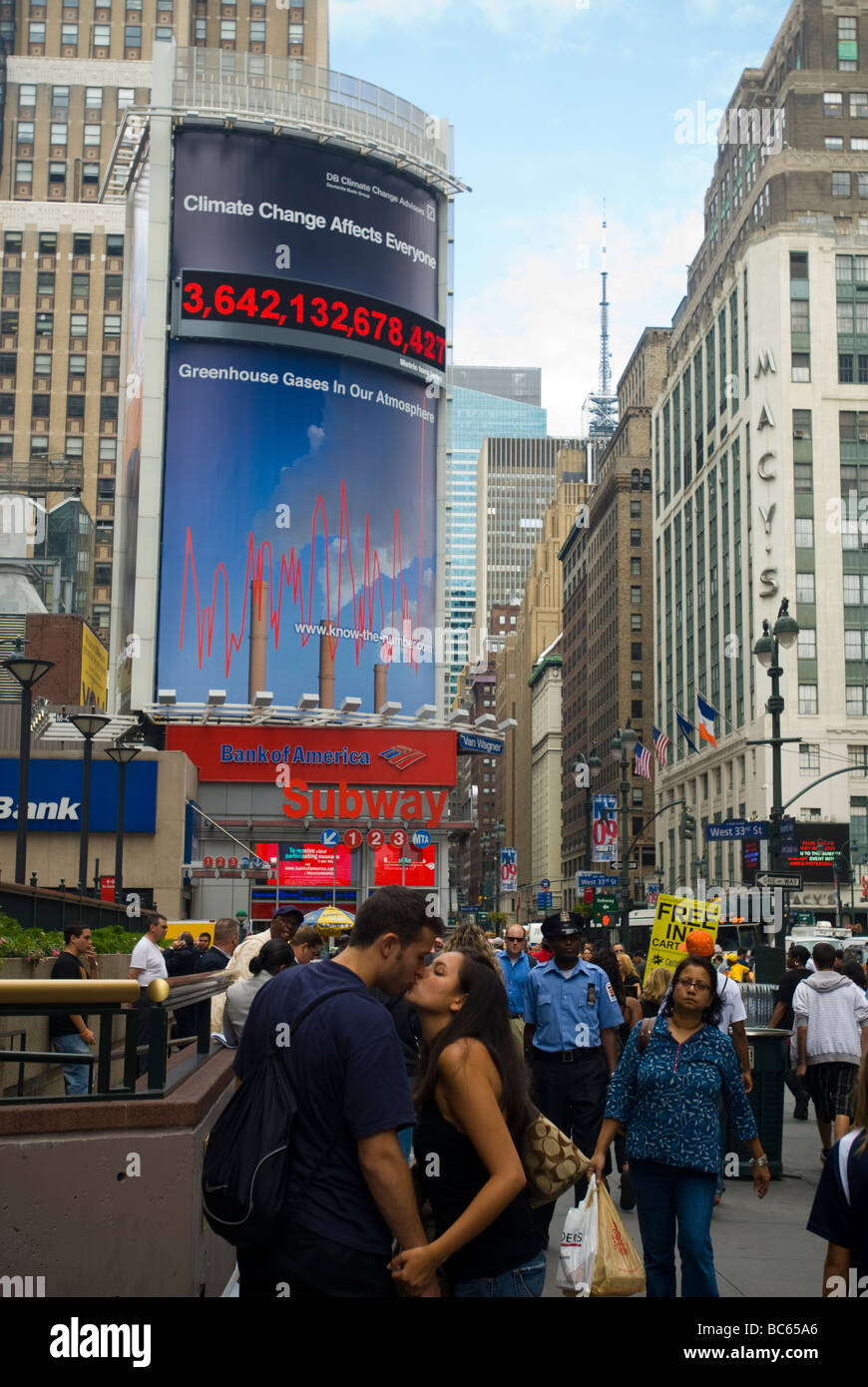The Carbon Counter billboard in New York tracks the amount of greenhouse gases in the atmosphere - Stock Image