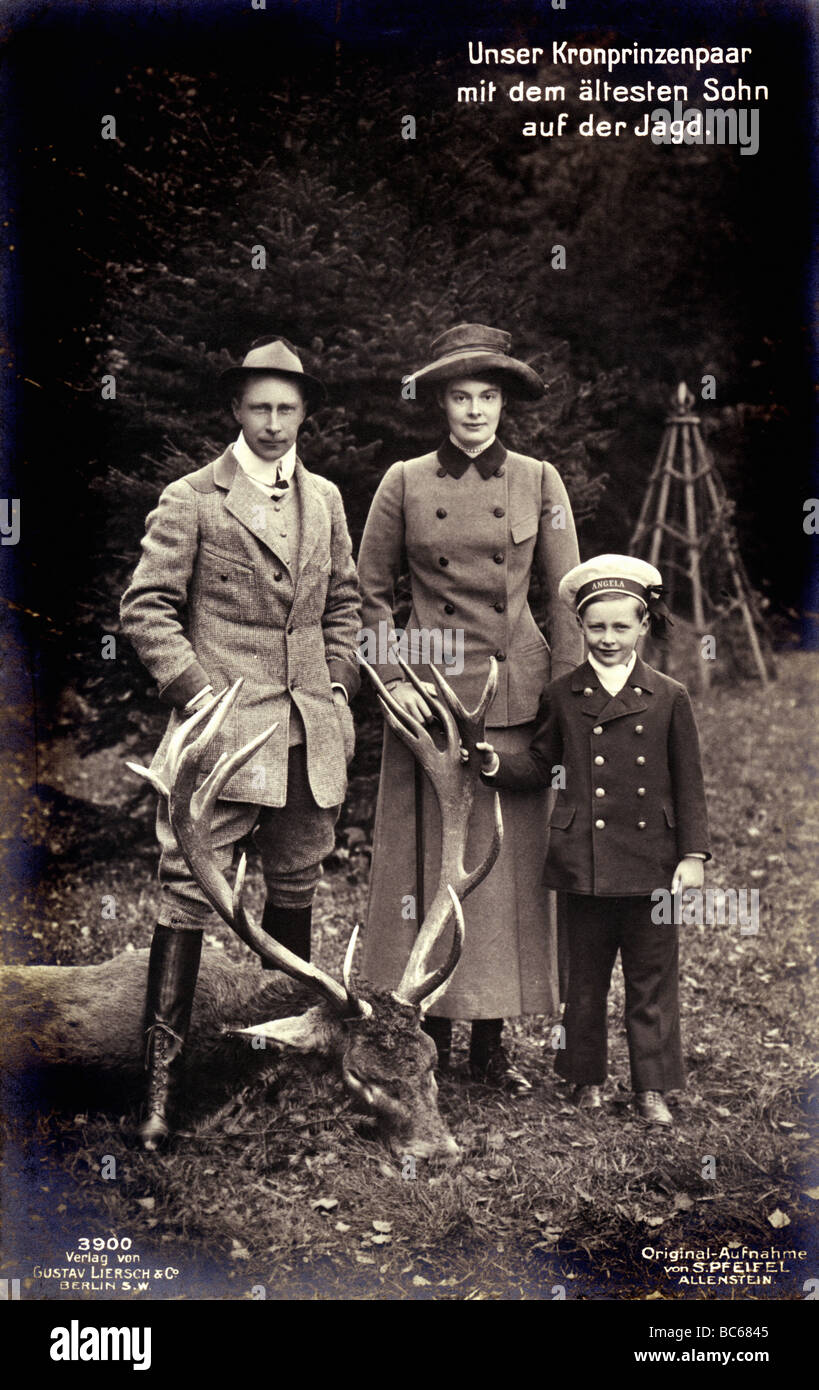 William, 6.5.1882 - 20.7.1951, German Crown Prince 15.6.1888 - 9.11.1918, with wife Crown Princess Cecilie and son - Stock Image