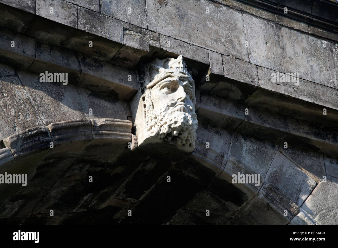 sculpted head representing the river foyle on bishops gate entrance to the 17th century almost complete fortified - Stock Image