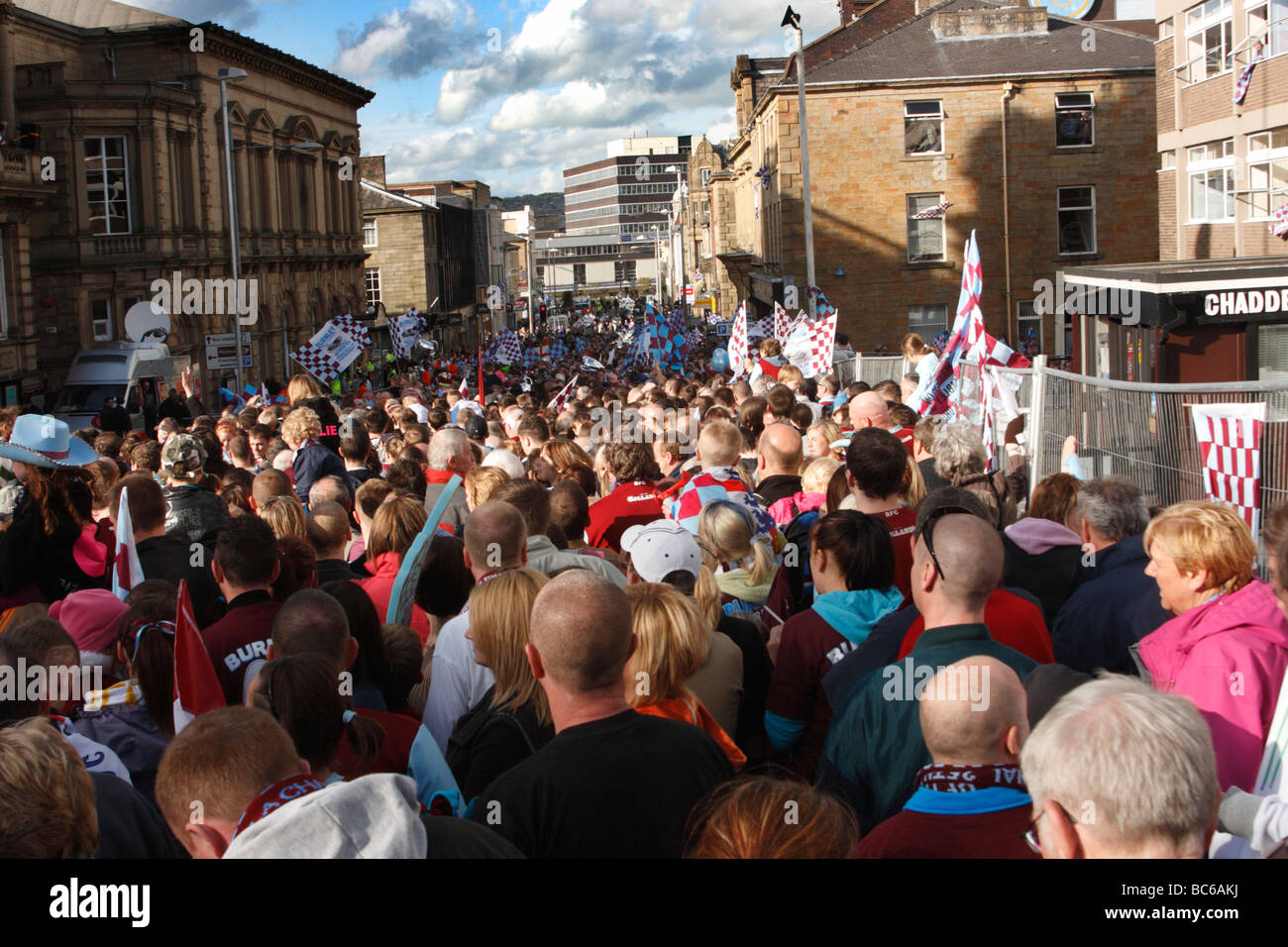 Football fans waiting to see the parade by Burnley F.C in the town centre after their promotion to the Premiership - Stock Image