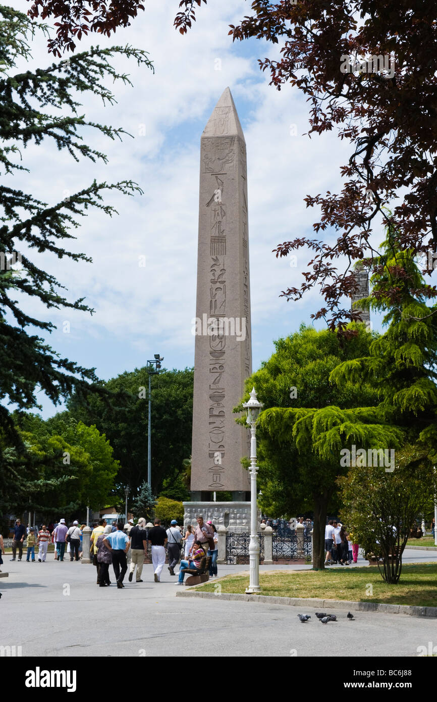 Turkey , Istanbul , Hippodrome or At Meydani , Egyptian Obelisk built 1500 BC from Luxor erstwhile centre of the - Stock Image