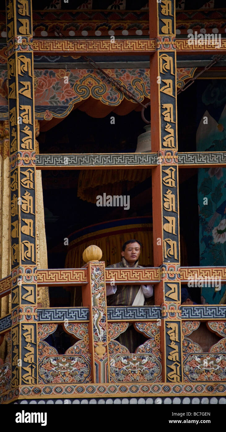 Monks looking out from balcony at Punakha Dzong monastery . Vertical  91612_Bhutan-Punakha - Stock Image