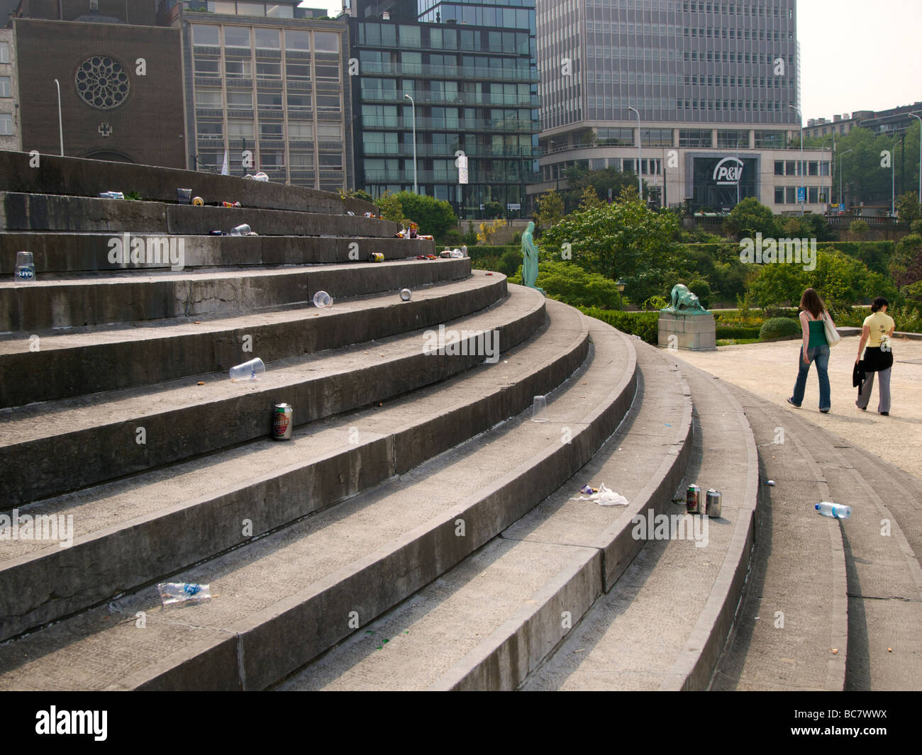 Littering on the steps in the botanical garden in Brussels Belgium - Stock Image