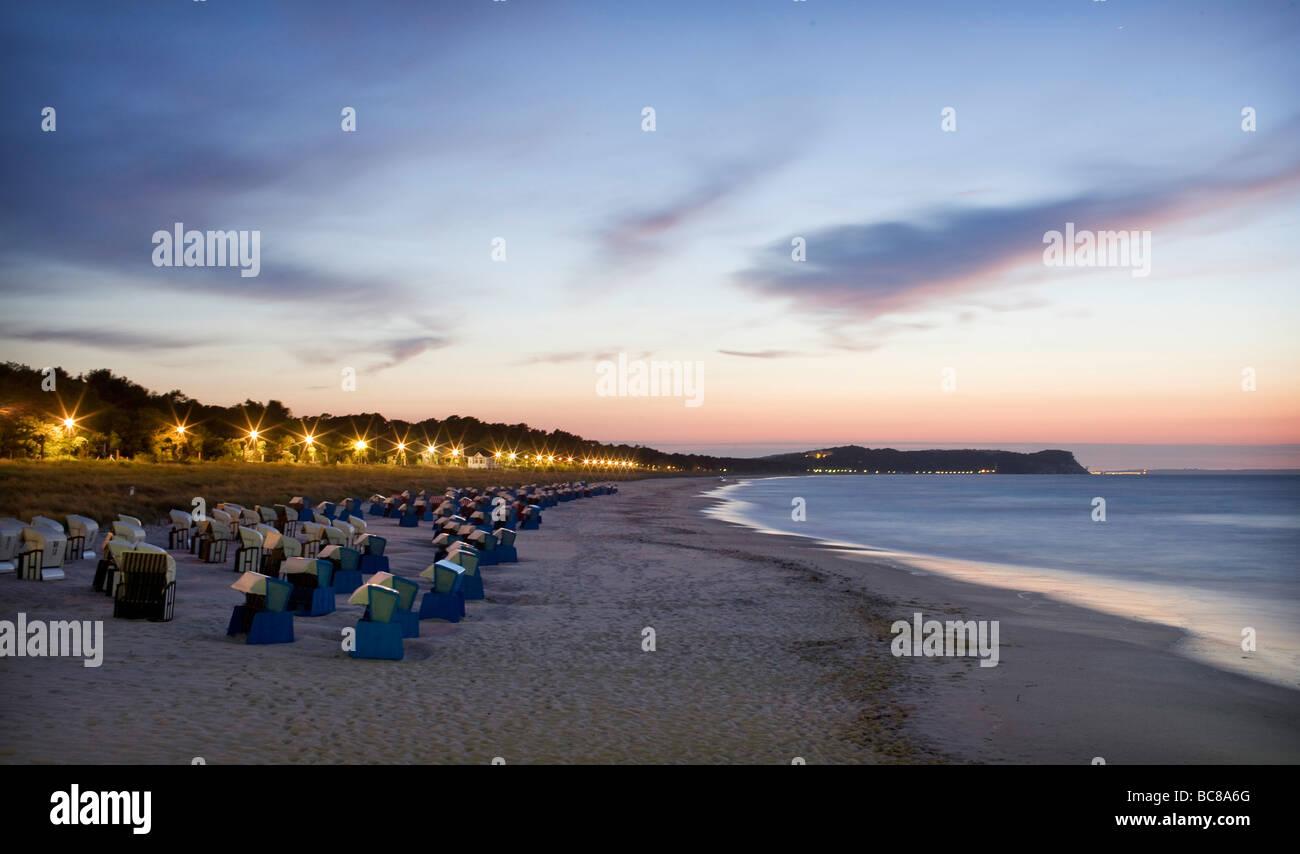 Sonnenuntergang am Strand von Goehren auf der Insel Ruegen - Stock Image