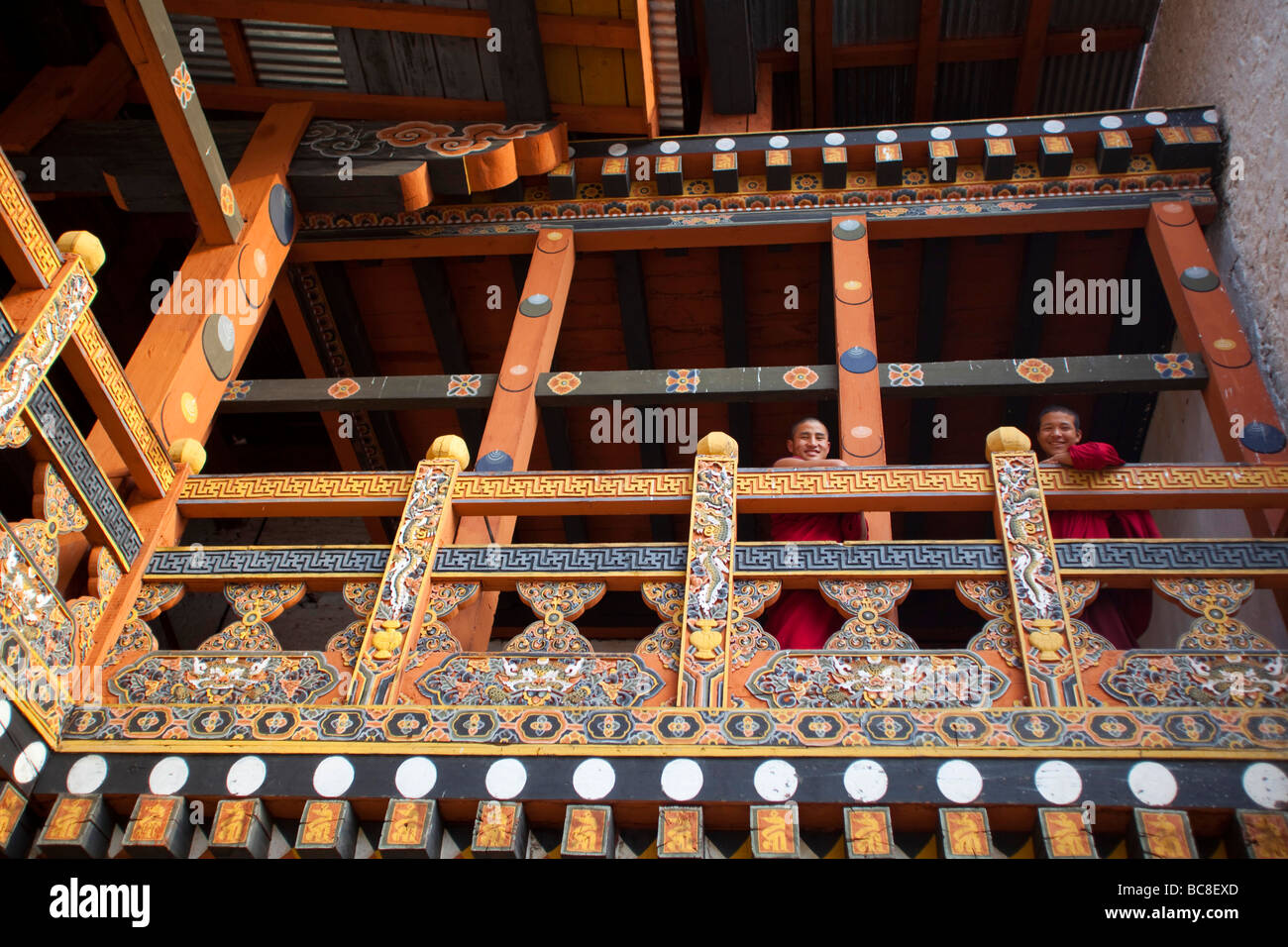 2 Monks looking out from balcony at Punakha Dzong monastery . Horizontal91625_Bhutan-Punakha - Stock Image