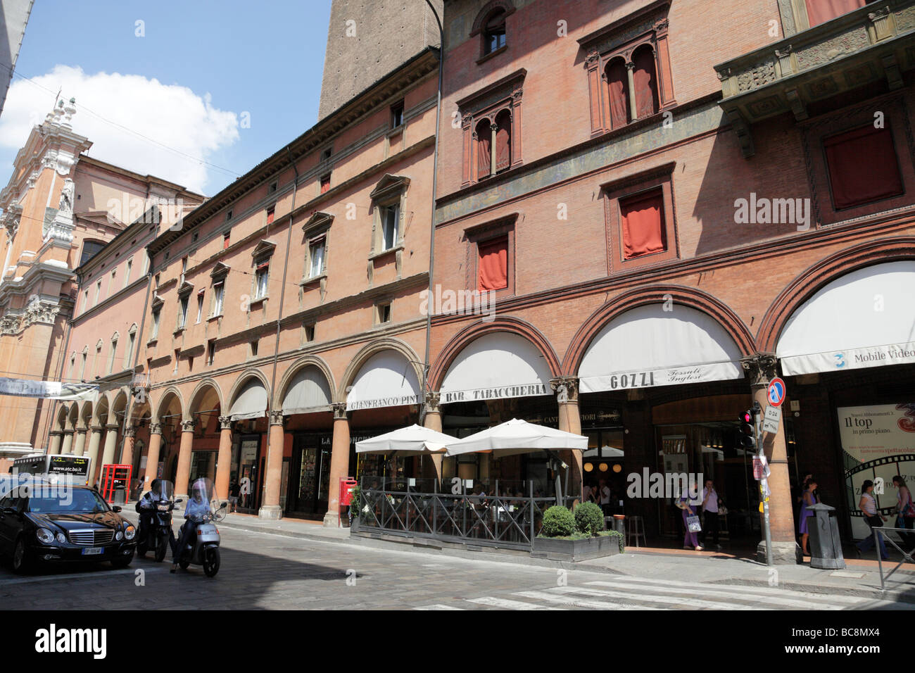 Bologna emilia romagna italy shopping arcade stock photos for Via indipendenza 69 bologna