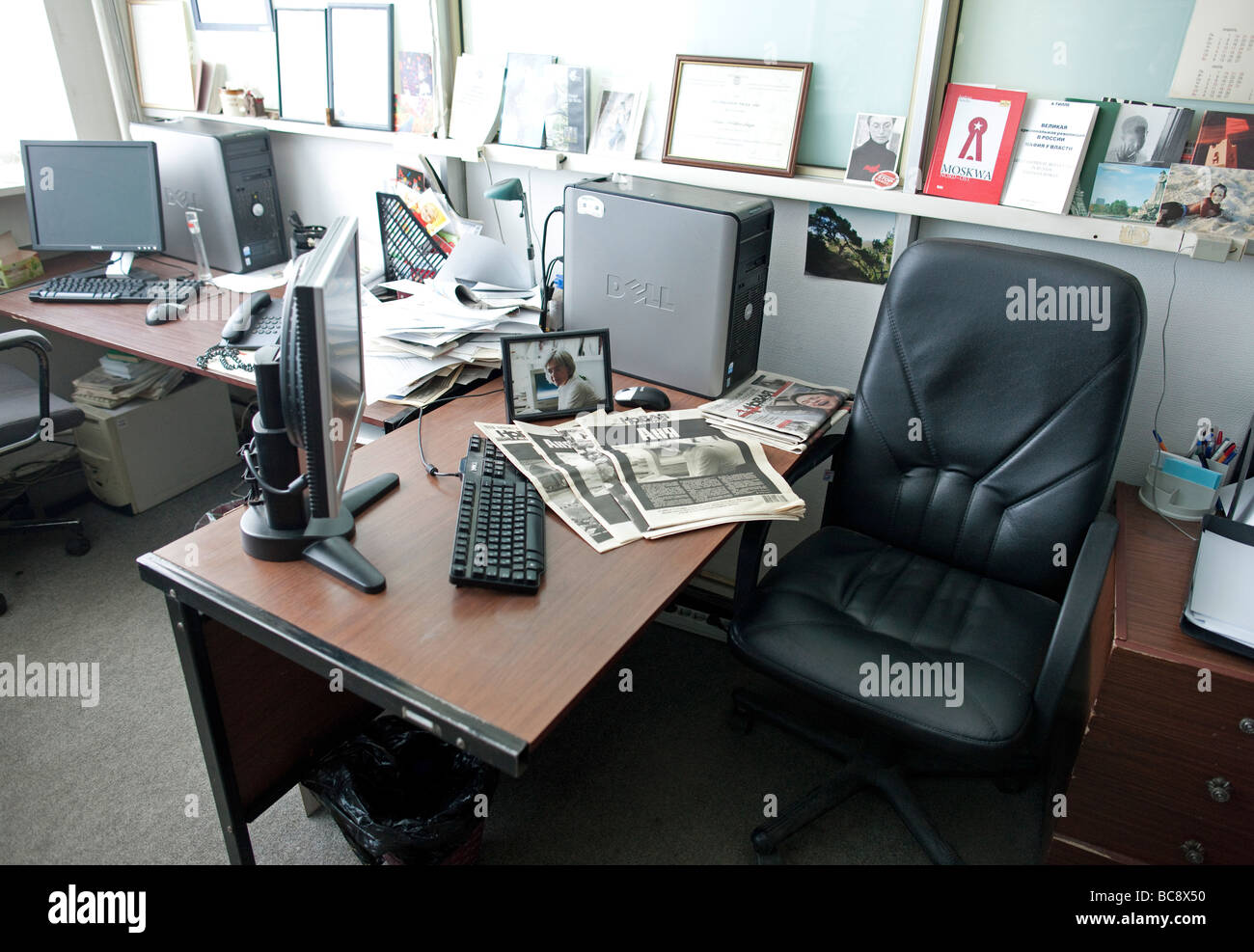 Editorial office Newspaper Novaya Gazeta in Moscow You see the desk of the murdered journalist Anna Stepanovna Politkovskaya - Stock Image