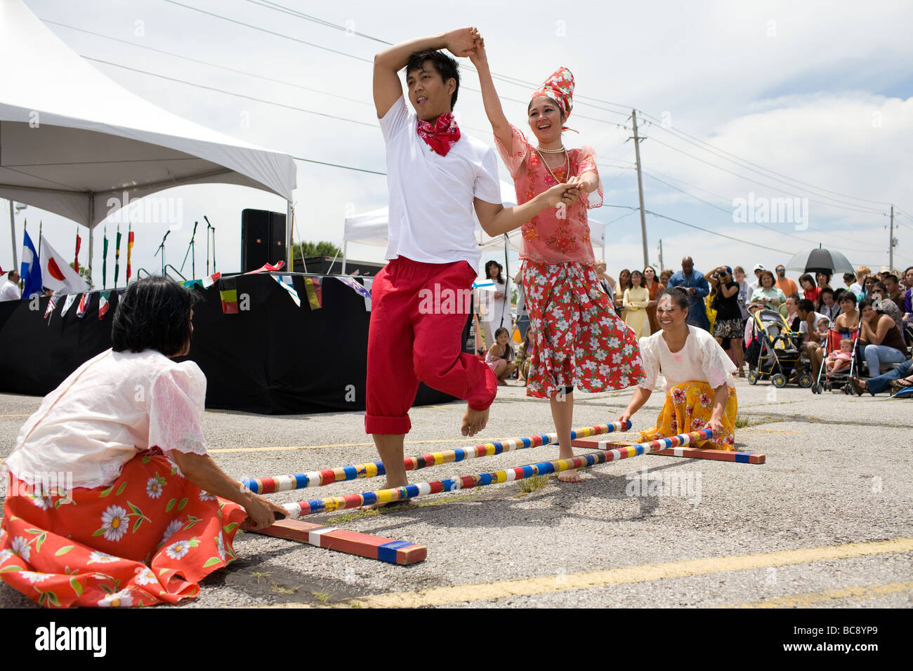 Filipinos perform the traditional Tinikling dance before an audience at a festival in Rogers, ArkANSAS, U.S.A . - Stock Image