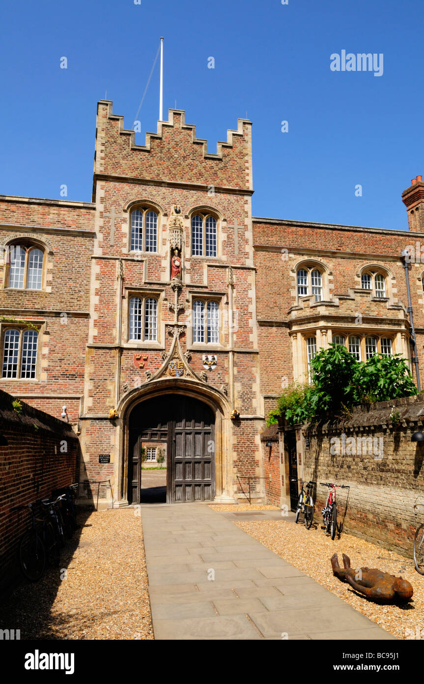 Jesus College Cambridge, with a sculpture lying down at the Gatehouse, , Cambridge England UK - Stock Image
