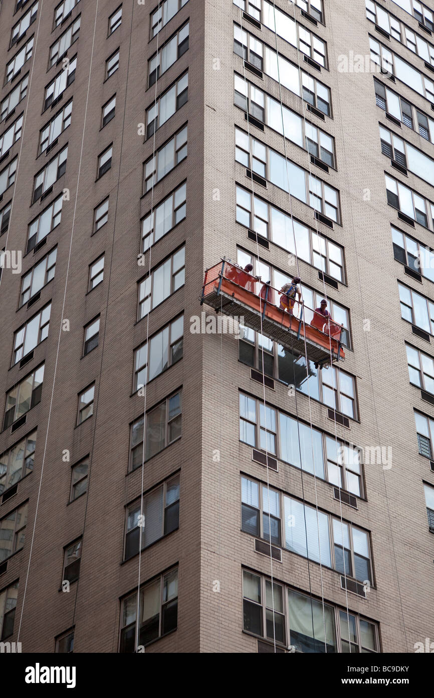 Window cleaners in NYC - Stock Image