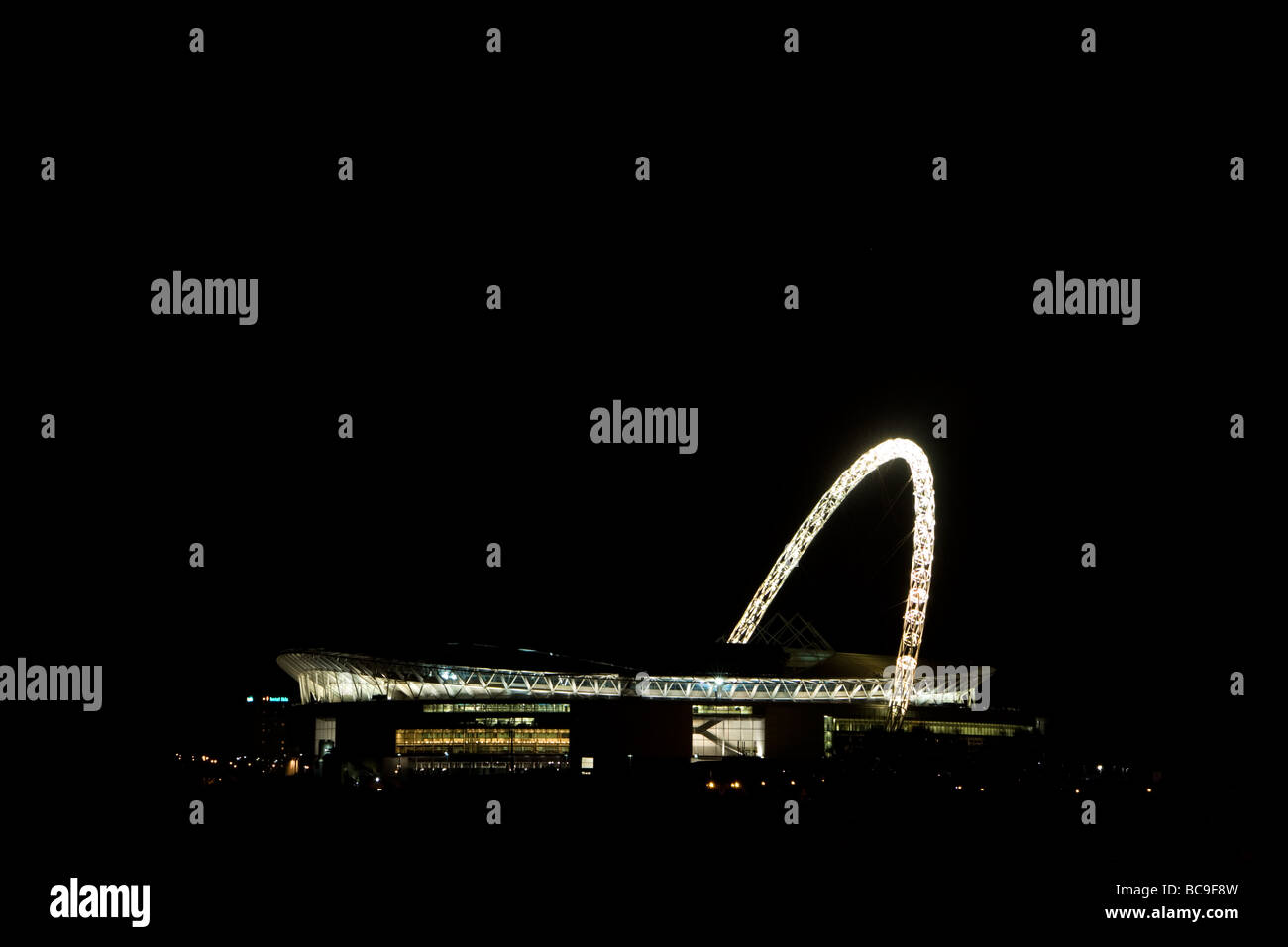 Wembley stadium at night - Stock Image