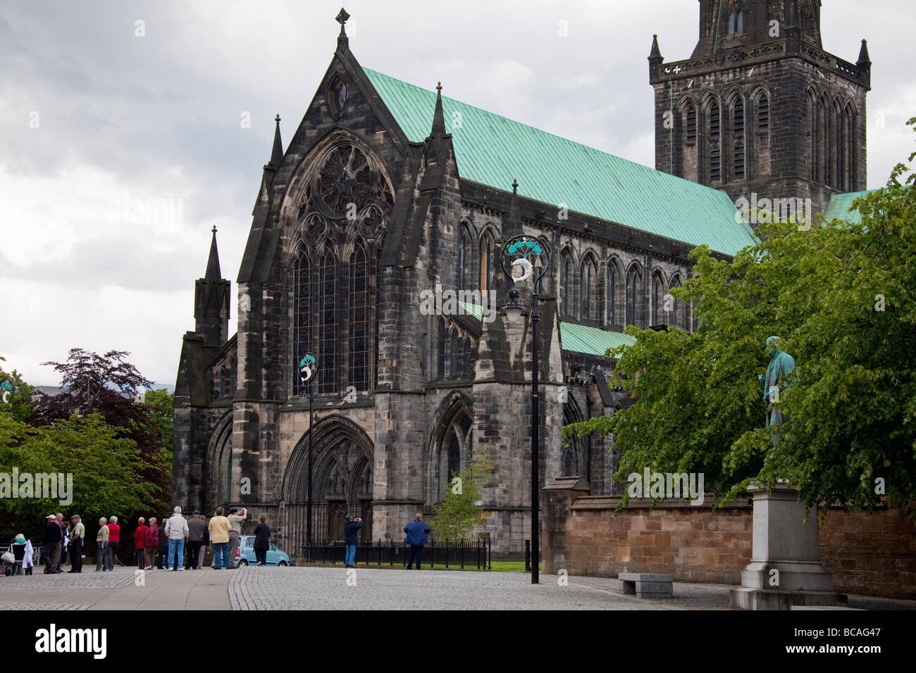 A tourist group visiting St Mungo's Cathedral, Glasgow, aka Glasgow Cathedral aka the High Kirk of Glasgow. - Stock Image