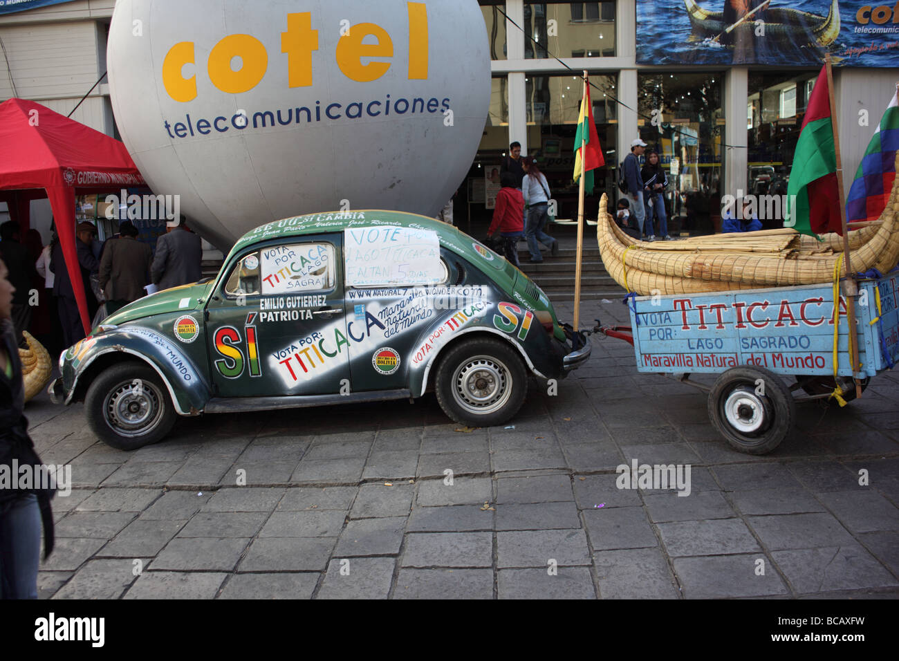 Painted Volkswagen Beetle, part of campaign for Lake Titicaca as one of The Seven Natural Wonders of the World, - Stock Image