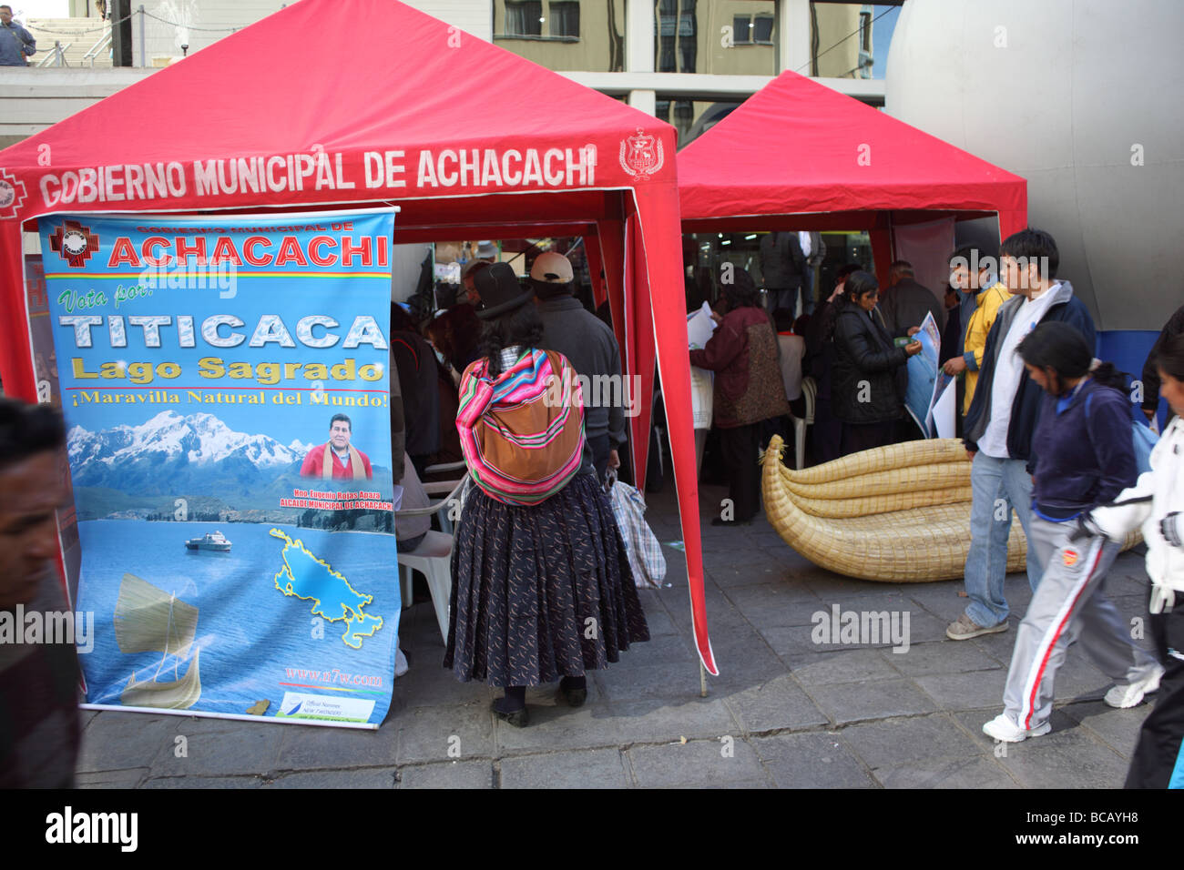 Stall to encourage people to vote for Lake Titicaca as one of The Seven Natural Wonders of the World, La Paz, Bolivia - Stock Image
