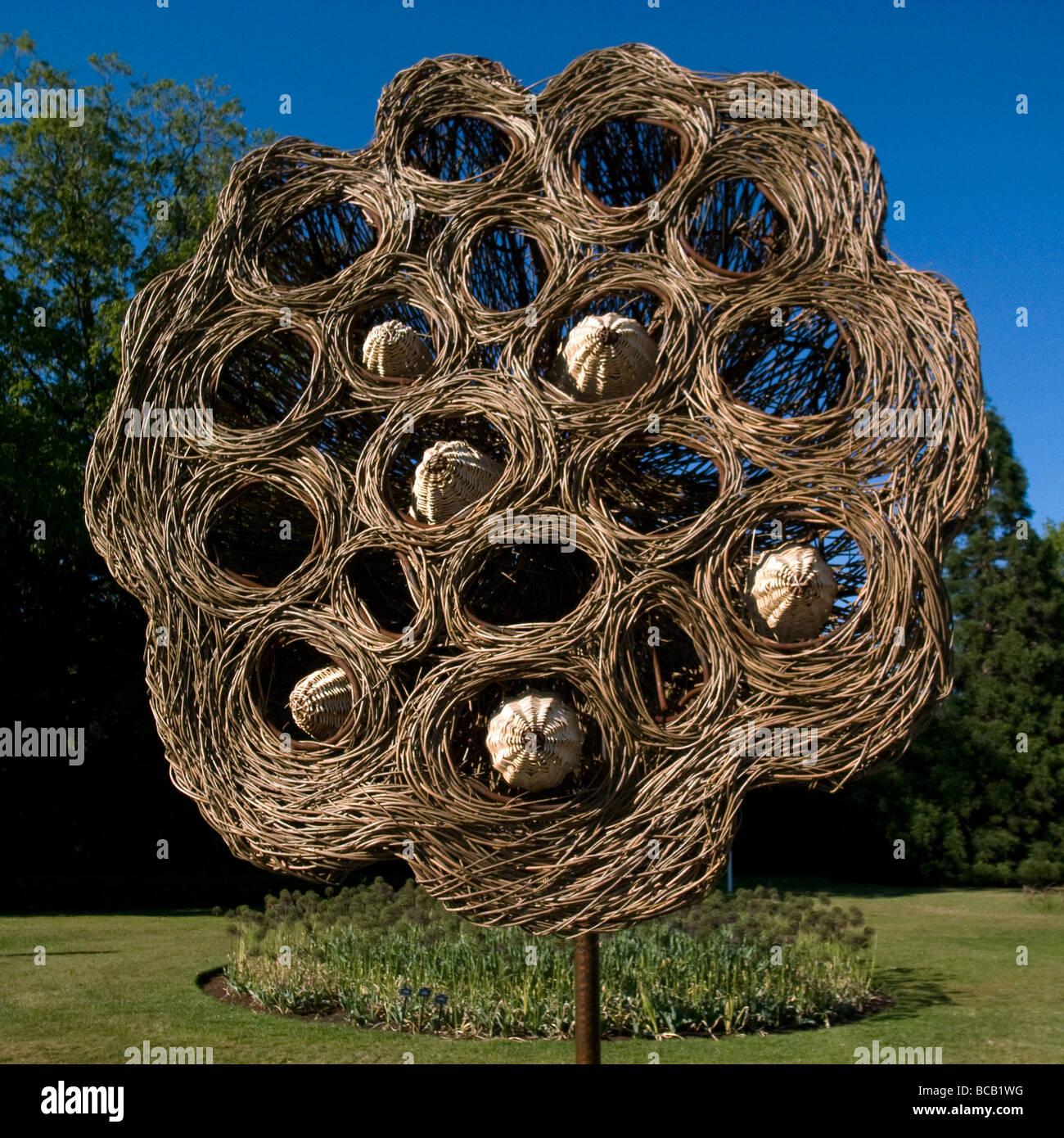 Wicker Sculpture - Royal Botanic Gardens, Kew, Richmond, Surrey ...