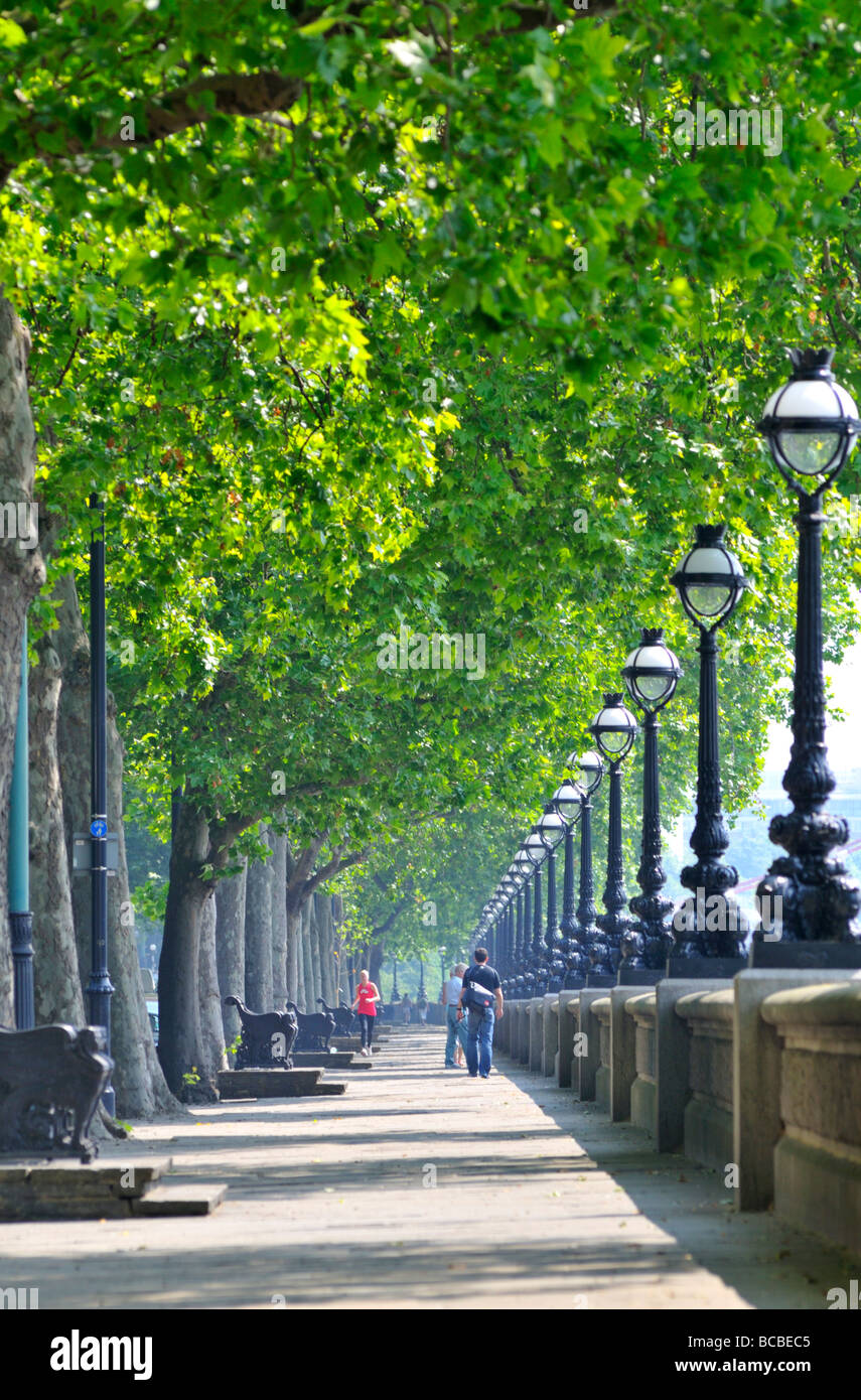 Young couple strolling along Chelsea Embankment London SW3 United Kingdom - Stock Image