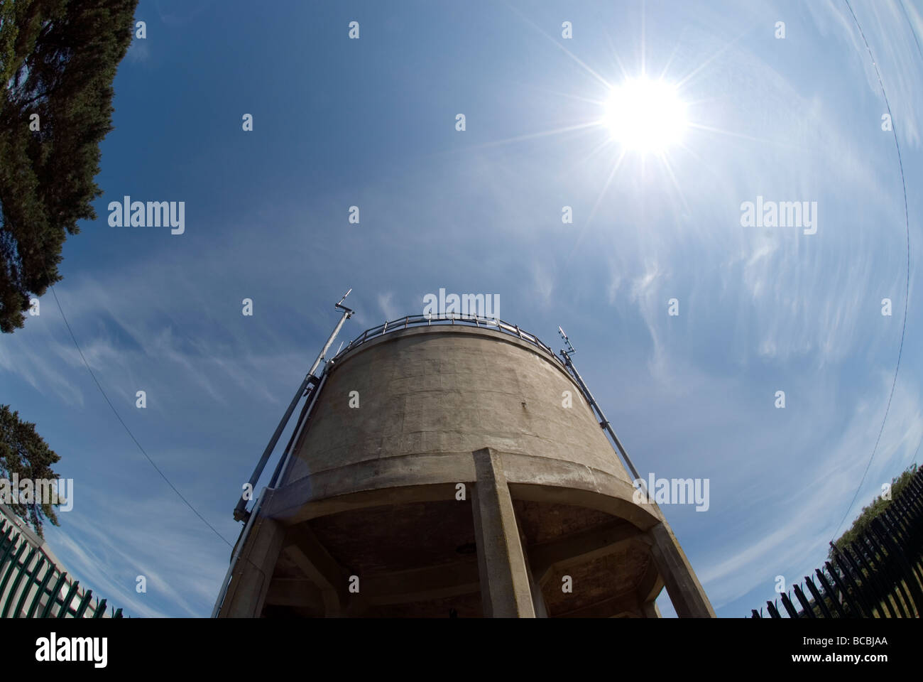 Old water tower with council houses at Butts Park,Newton Ferrers,South Devon, architecture, big, blue,city cloudy,construction - Stock Image