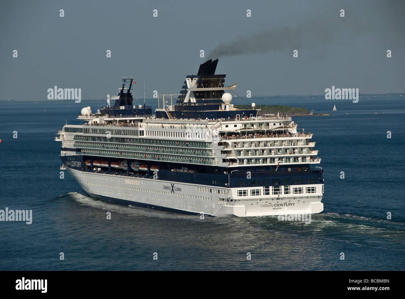 Celebrity Cruise Stock Photos Amp Celebrity Cruise Stock Images Alamy