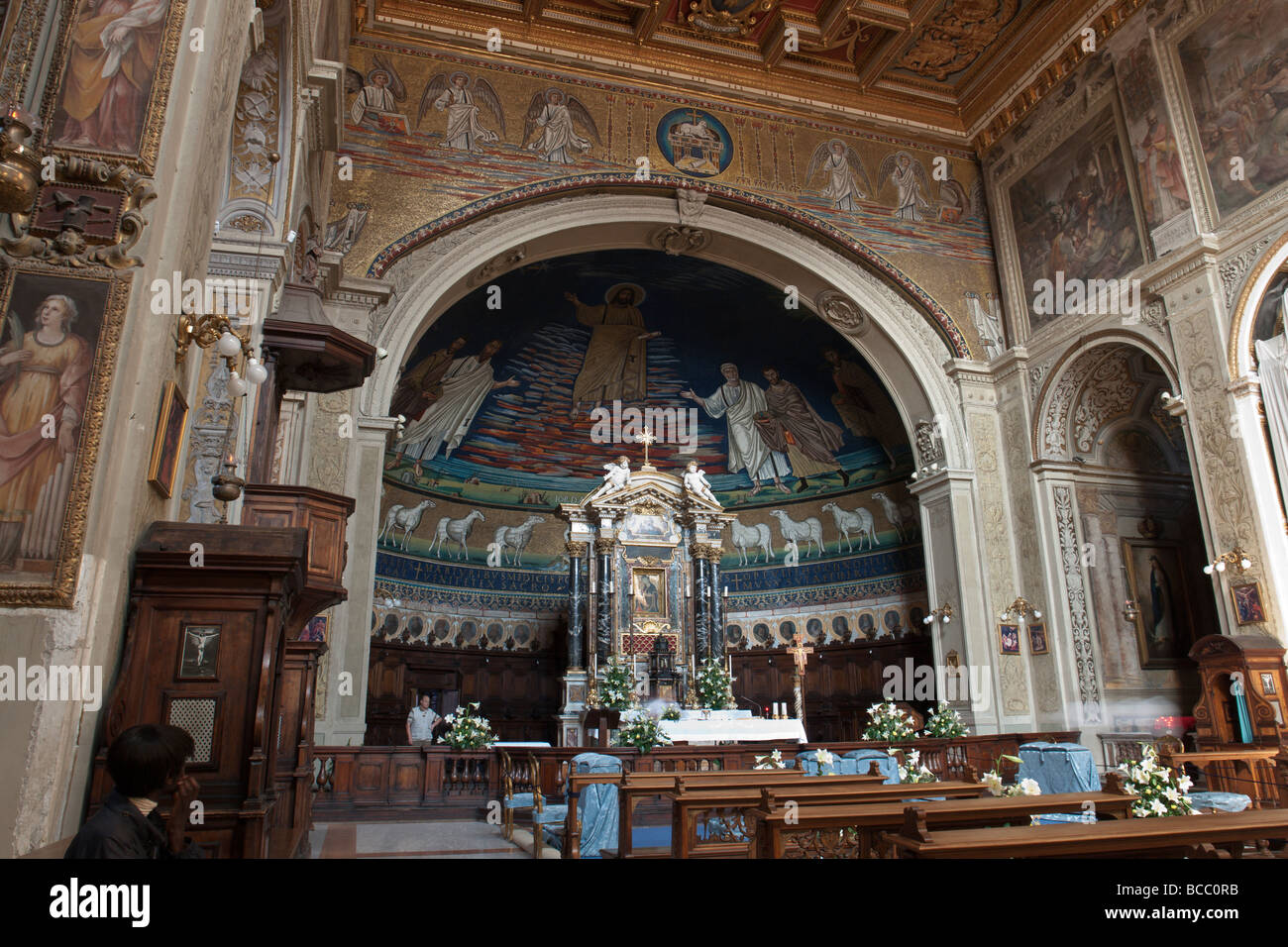 Mosaics on the apse and altar in the Basilica dei Santi Cosma e Damiano (Cosmas and Damian) - Stock Image