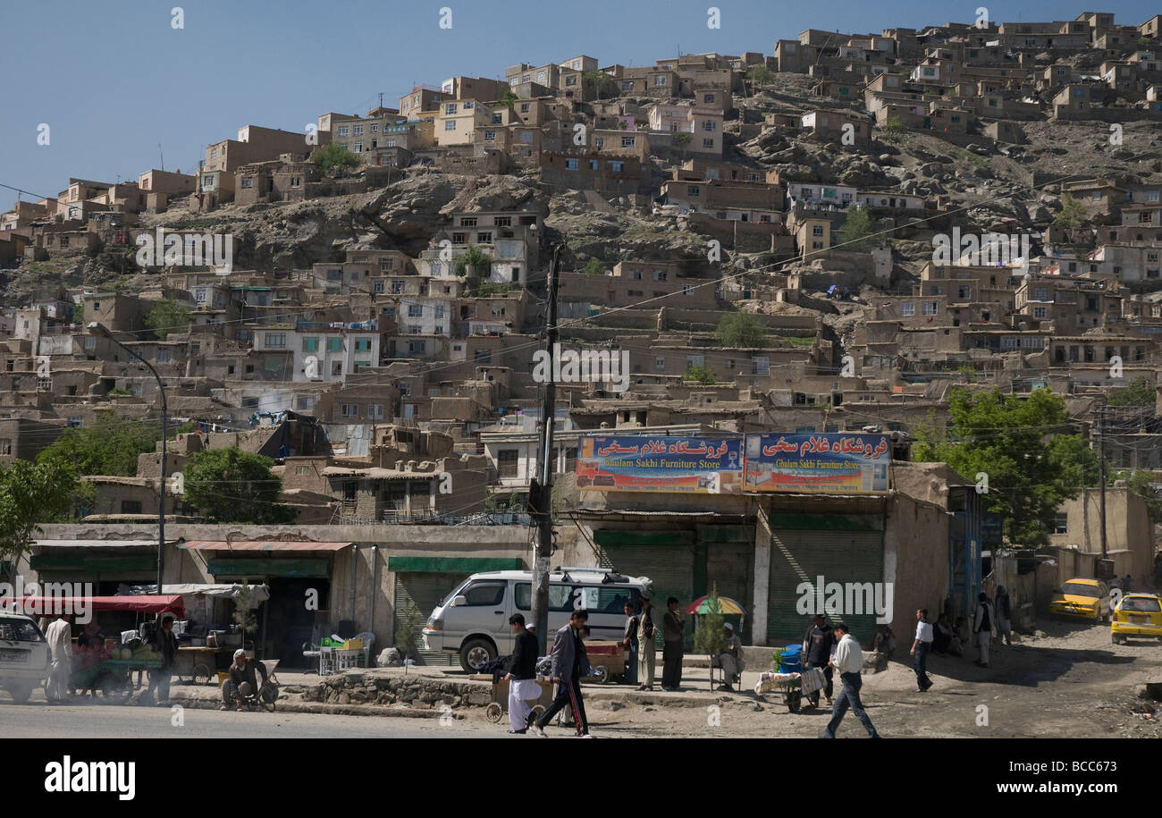 Above a street in central Kabul a densely packed hillside shows the effect of the city's expanding population - Stock Image