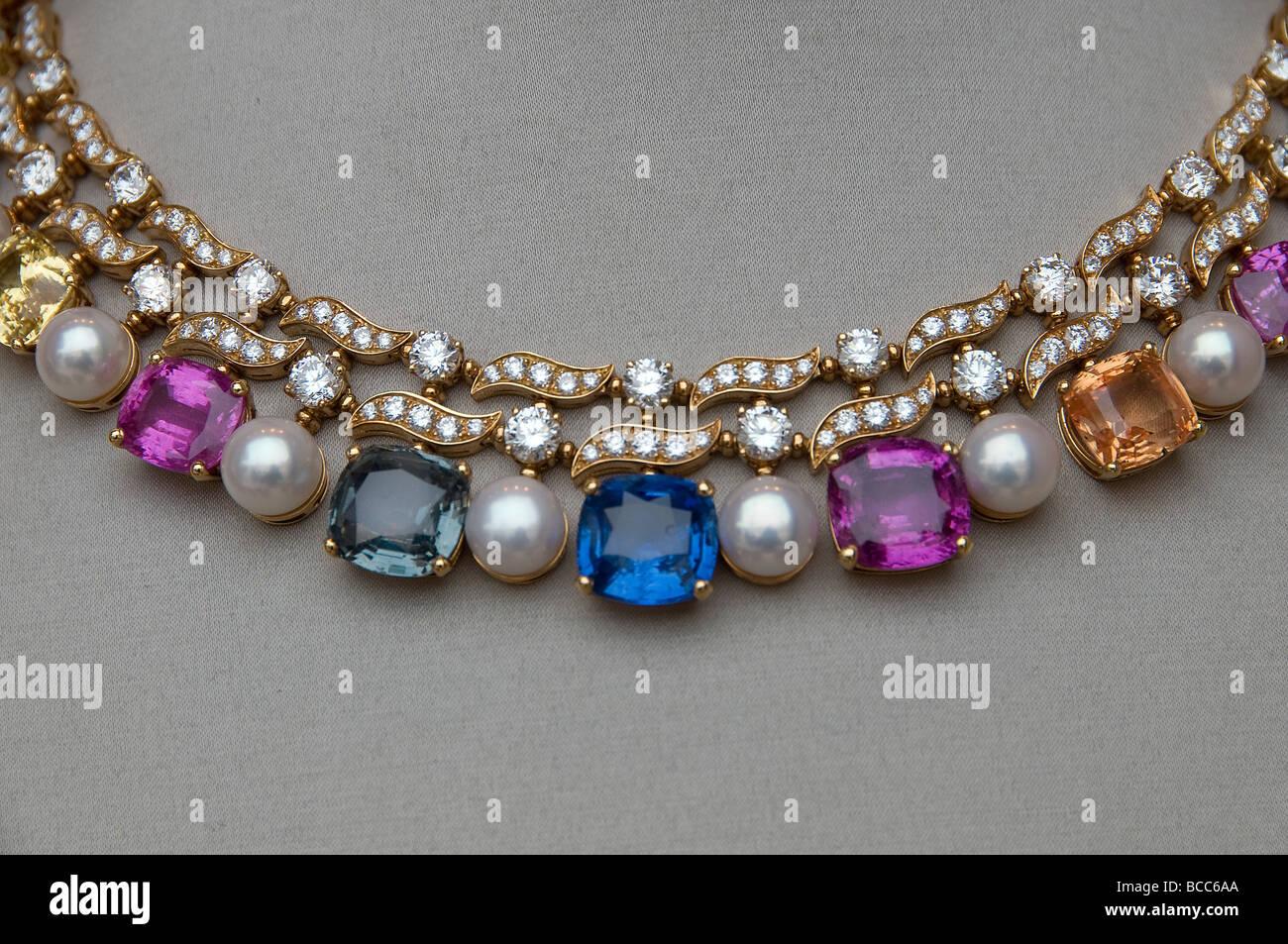 Bvlgari Bulgari Place Vendome Paris Jewel Jeweler chain - Stock Image