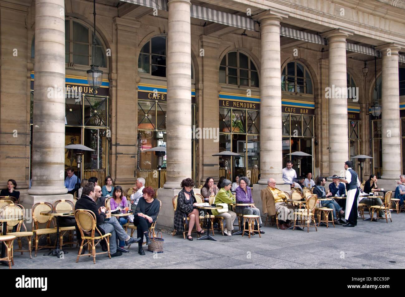 Place du Palais Royal Paris Restaurant Cafe Bar Pub - Stock Image