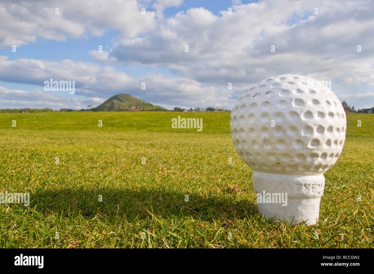 Tee on the North Berwick golf course, with Berwick Law in the distance. - Stock Image