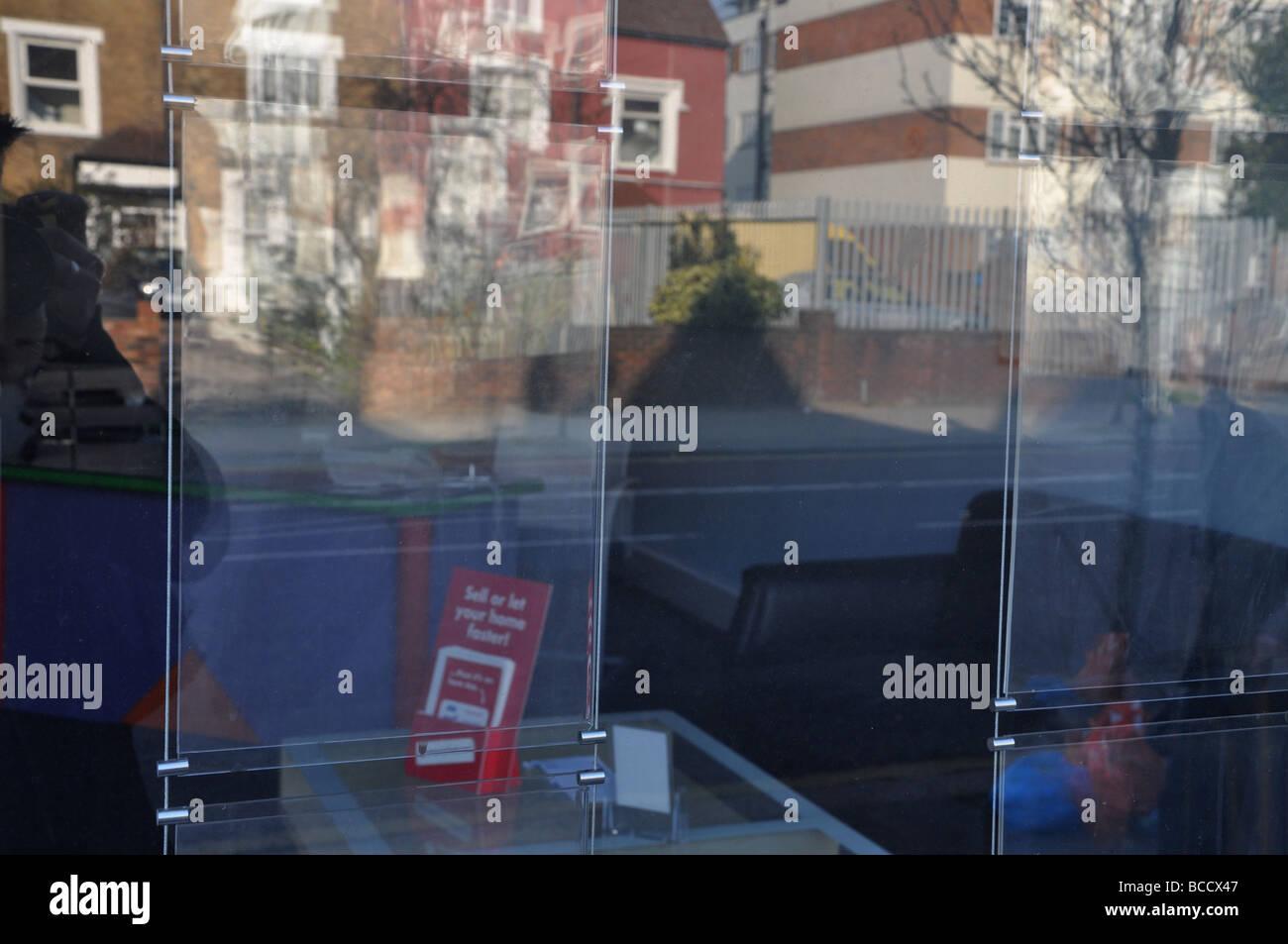 empty shops on Green Lanes, Haringey - Stock Image