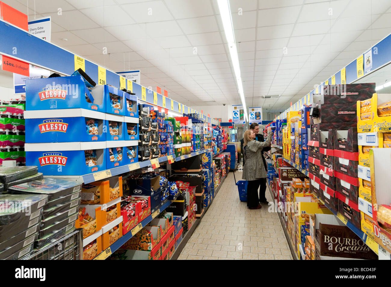 Shopping in Lidl supermarket, England UK - Stock Image