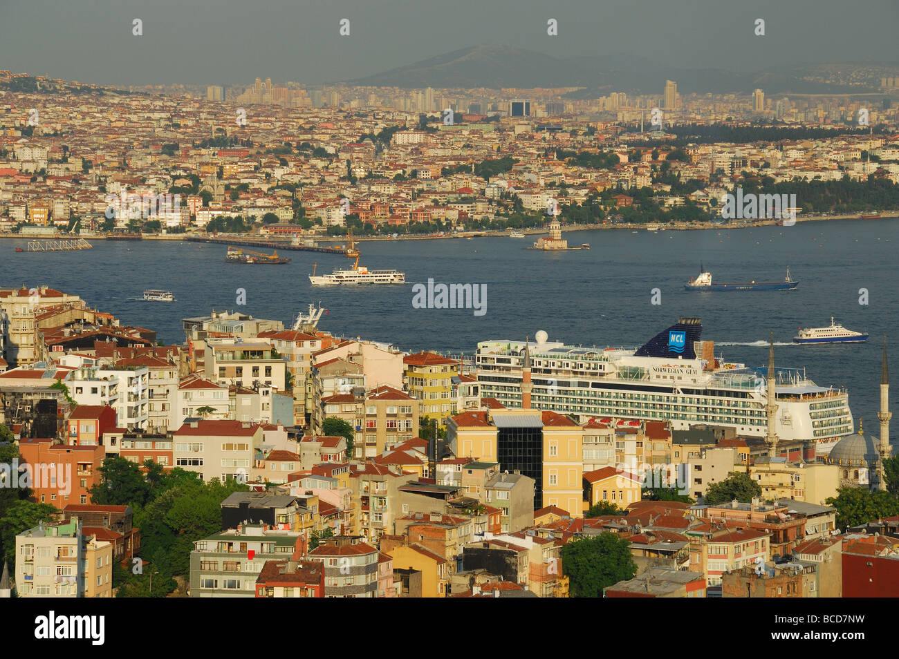 ISTANBUL, TURKEY. A view from Beyoglu over the Bosphorus towards Uskudar on the Asian shore of the city. 2009. - Stock Image