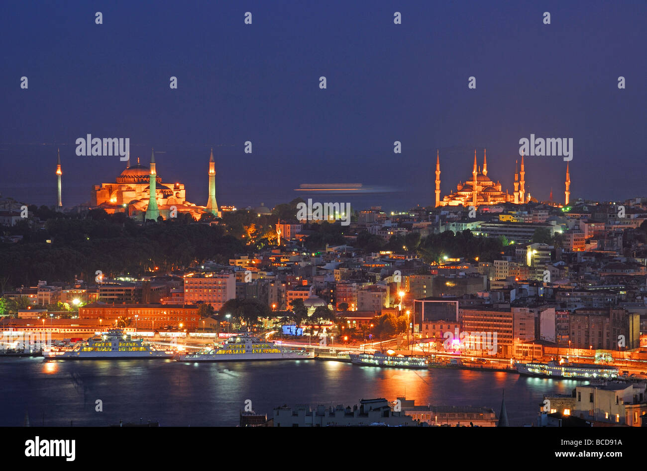 ISTANBUL, TURKEY. A night view of Eminonu waterfront, Sultanahmet and the Golden Horn. 2009. - Stock Image