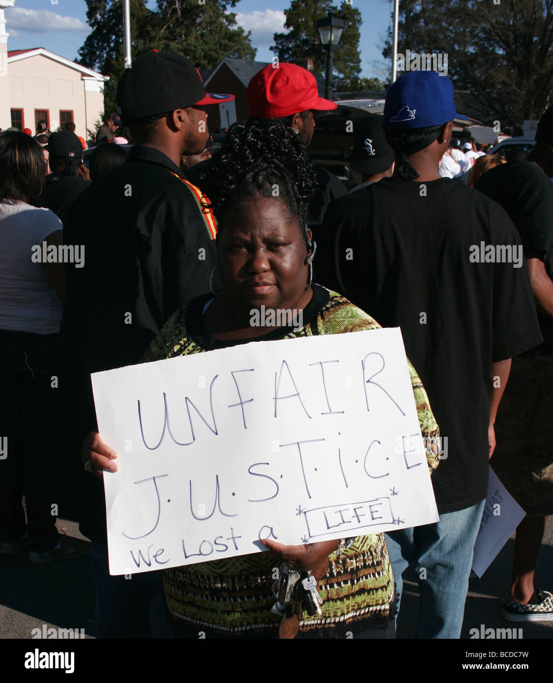 Protesters march to the powhatan courthouse in the Taliek Taliaferro murder case. Powhatan, Virginia 2009 - Stock Image