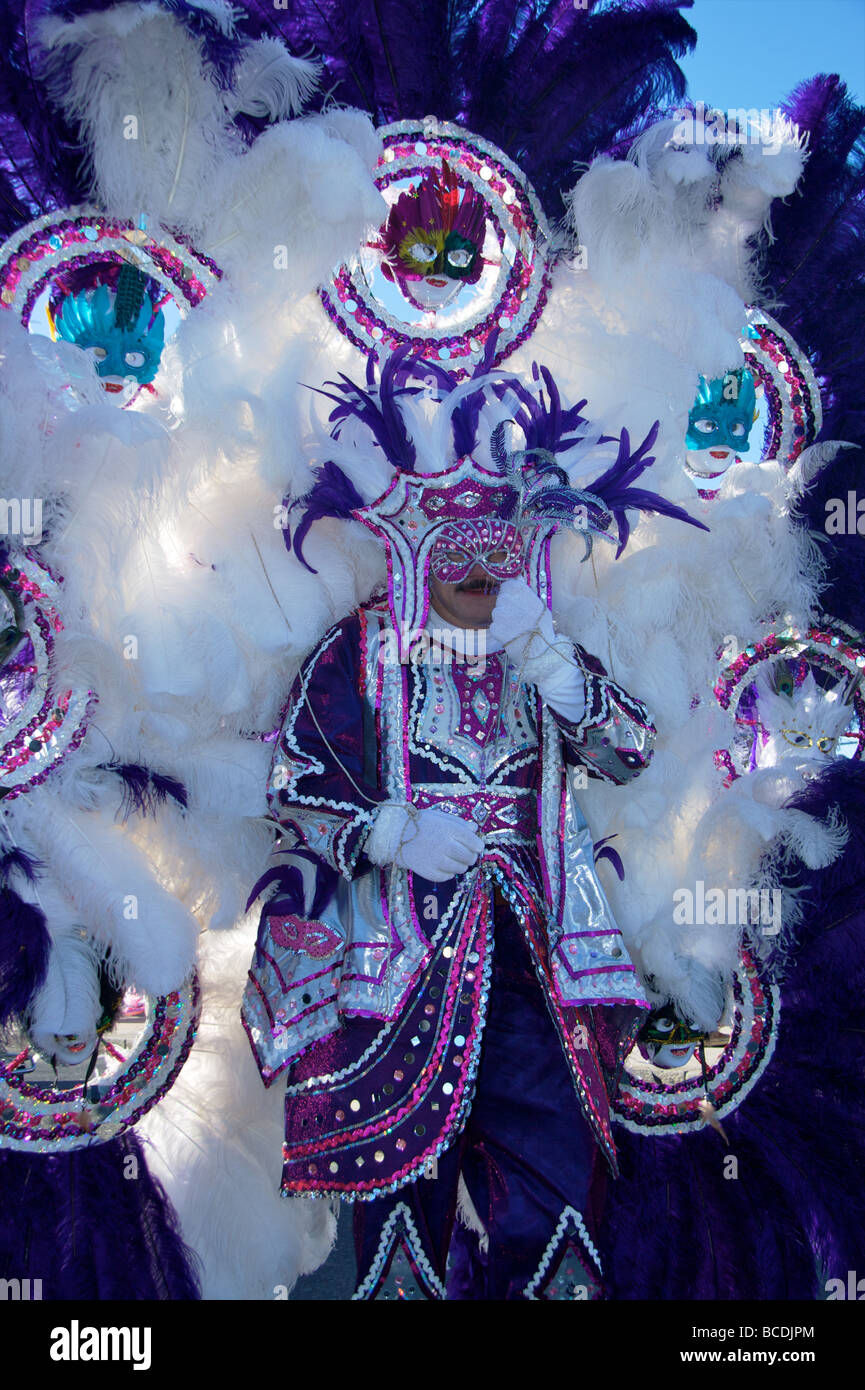 Marcher in the Philadelphia Mummers New Year's parade poses in front of City Hall - Stock Image
