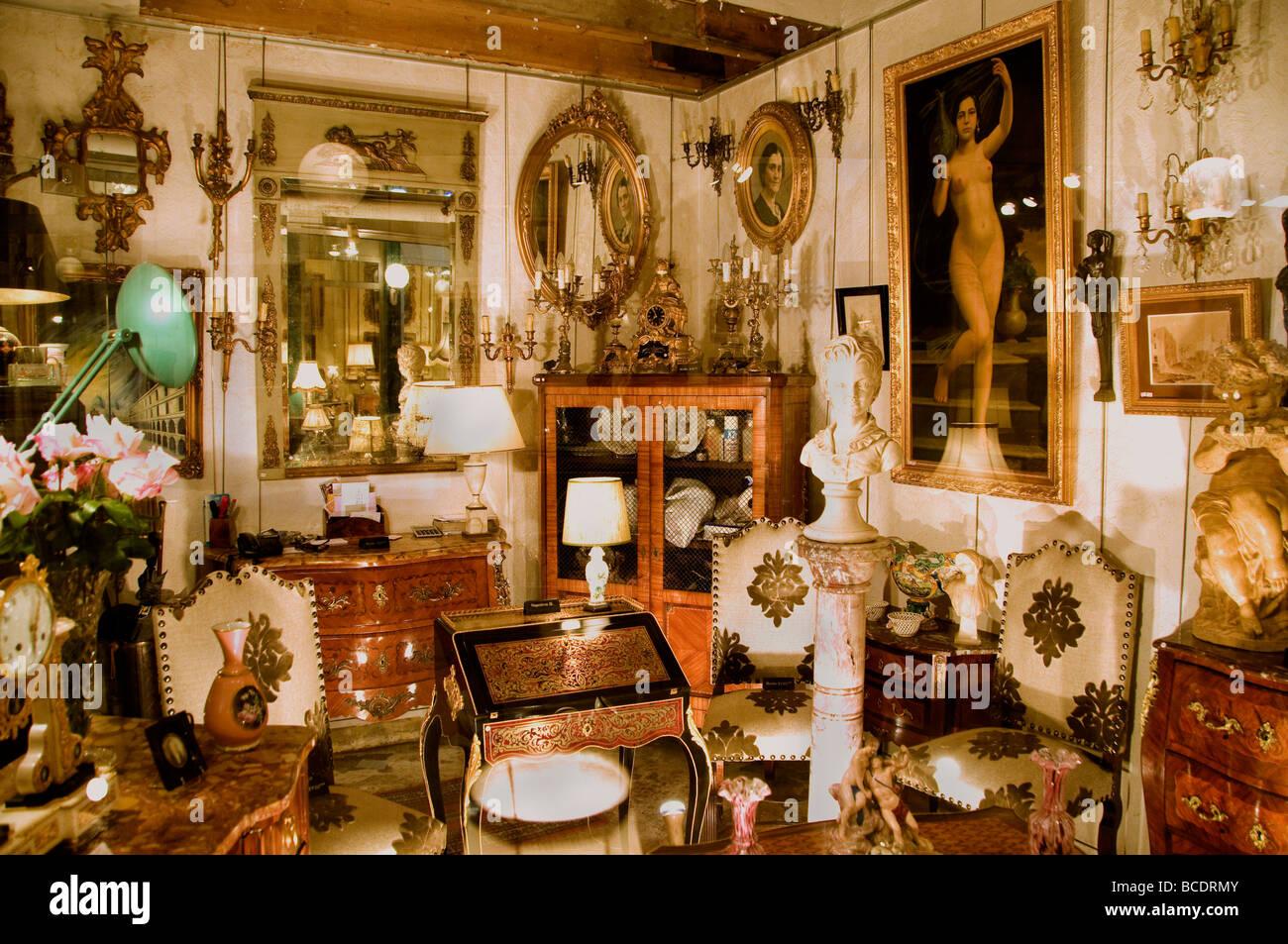 marche aux puces de saint ouen stock photos marche aux puces de saint ouen stock images alamy. Black Bedroom Furniture Sets. Home Design Ideas