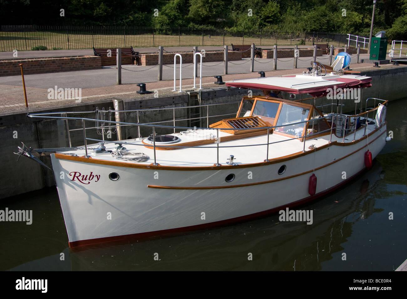 leisure boating Allington Lock River Medway Maidstone Kent England UK eUROPE Stock Photo