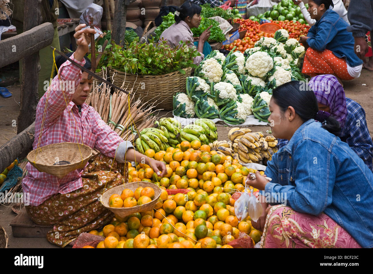 Myanmar. Burma. Nyaung U. A busy market scene with fresh fruit and vegetables at Nyaung U. - Stock Image