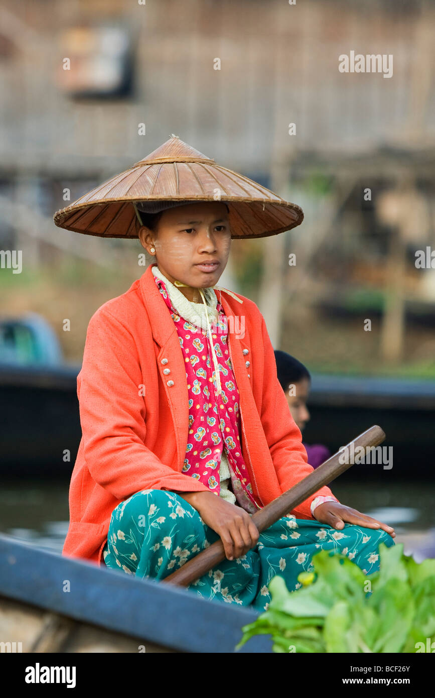 Myanmar. Burma. Lake Inle. A Burmese girl selling vegetable at the floating market of Ywa-ma on Lake Inle. - Stock Image