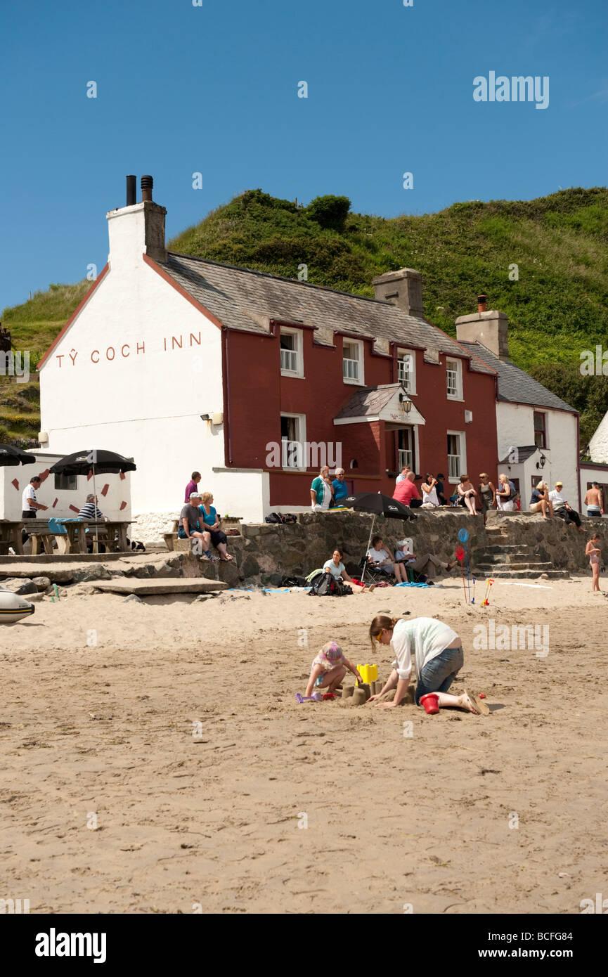 Ty Coch Inn pub on the beach at Porth Dinllaen Lleyn Peninsula North Wales UK - Stock Image