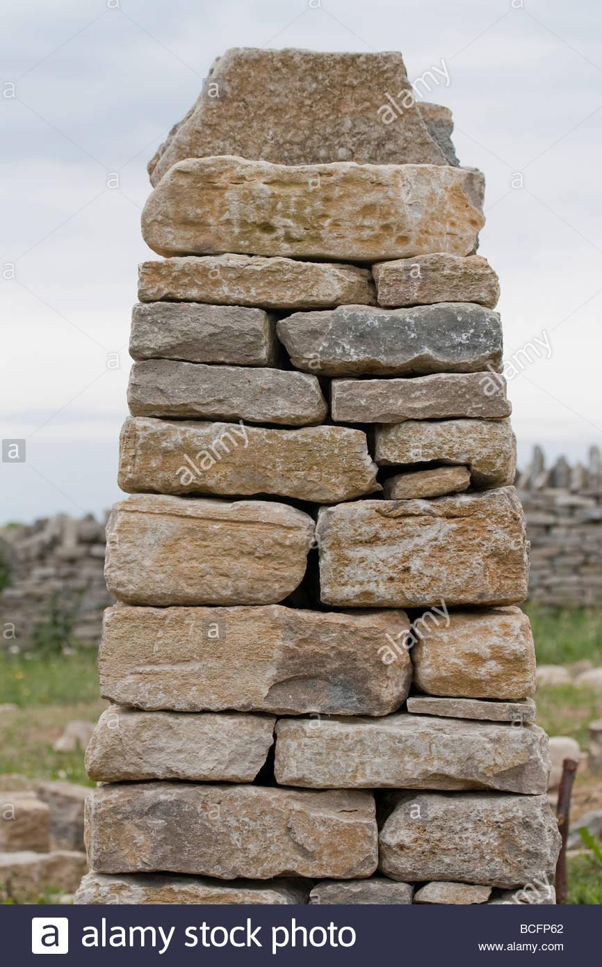 Cross section through the end of a traditional dry stone wall - Stock Image