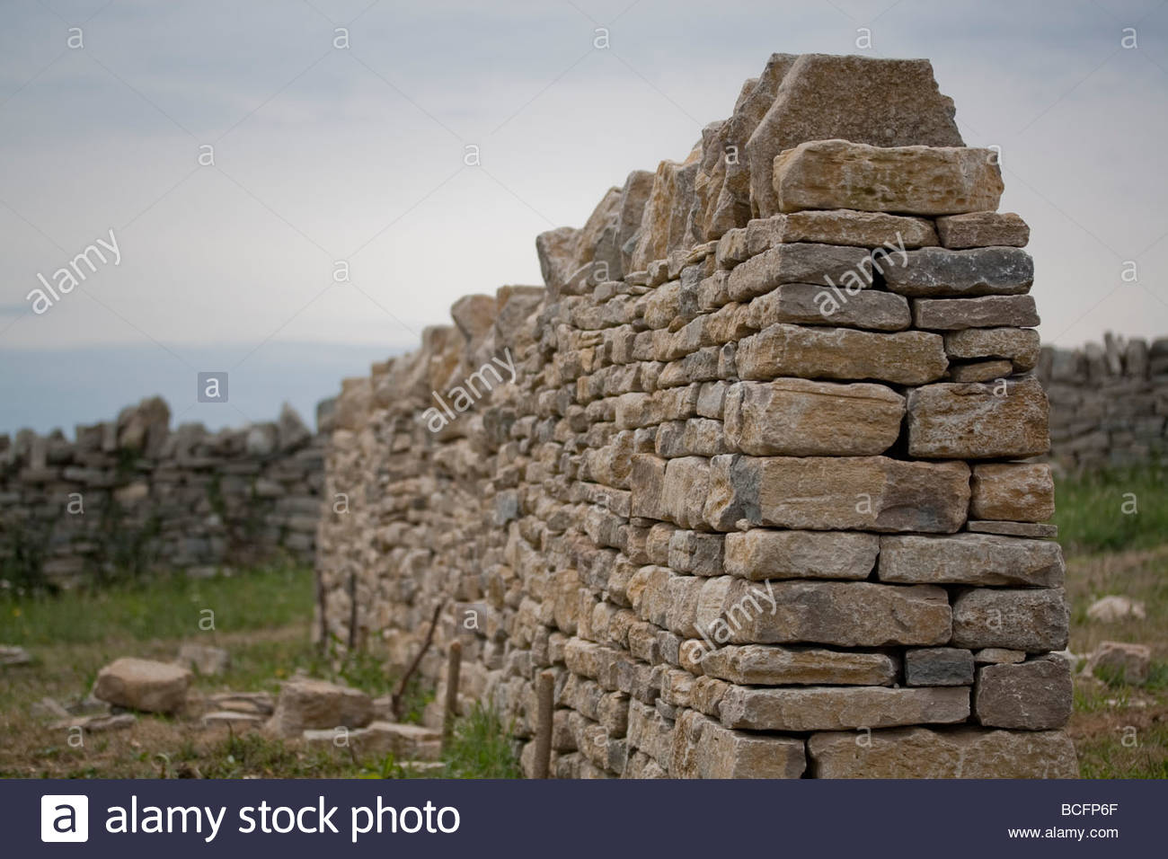 Cross section through the end of a dry stone wall, Isle of Purbeck, Dorset, UK - Stock Image