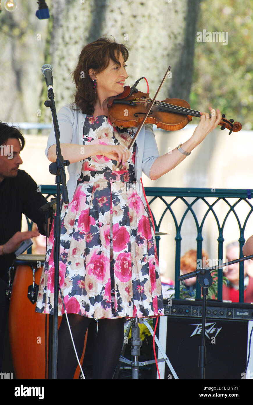 Jazz violinist at RHS show Cardiff bute park no 2729 - Stock Image