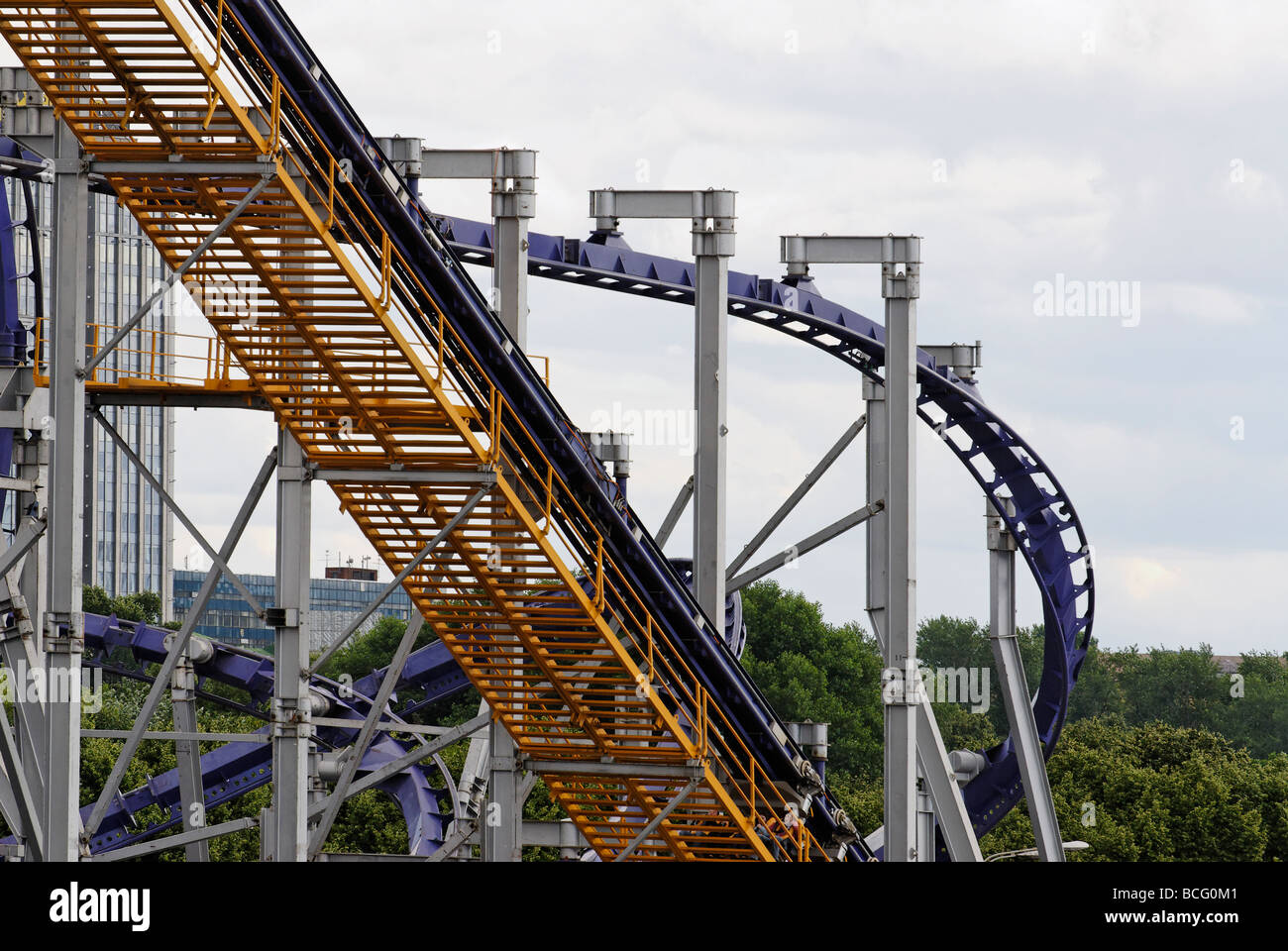 The roller coaster in Moscow is a paradise for extreme lovers 33