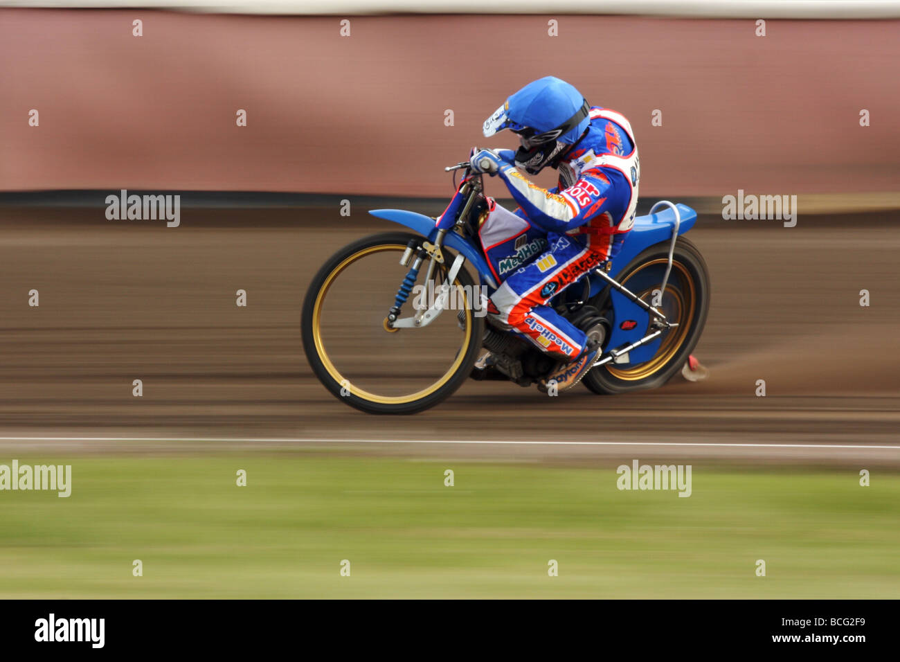 Speedway racing at Svansta race track in Nyköping, Sweden. - Stock Image