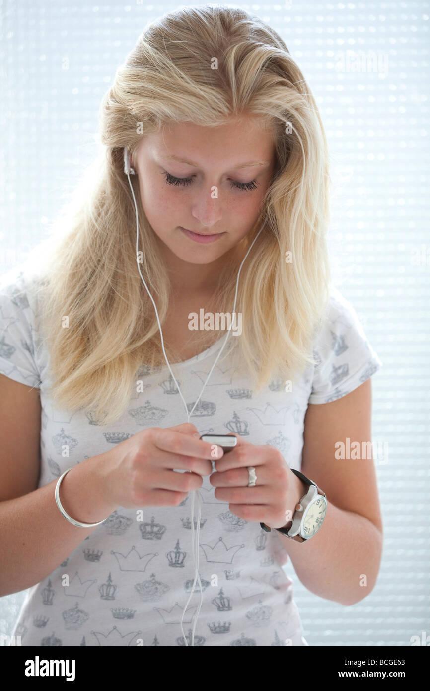 Teenage girl with an Ipod - Stock Image